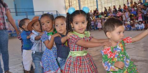 Mais de 400 crianças da Educação Infantil da rede municipal participam de festa junina em Corrrente