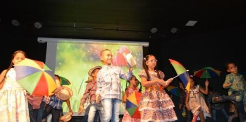 Escola Antônio Rocha realiza o encerramento do 1º semestre letivo com Mostra do Livro