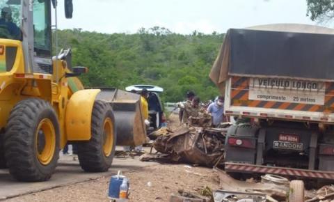 Quatro pessoas morrem na colisão entre um carro e um caminhão em Redenção do Gurguéia