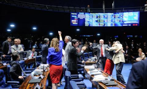 Senado aprova novas regras para campanhas eleitorais: fim dos carros de som, voto impresso e novas regras para as coligações partidárias
