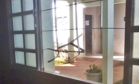 Escolas do bairro Aeroporto são invadidas e depredadas