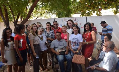 Rejane Dias visita a APAE de Corrente e promete melhorias