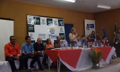 Secretária Rejane Dias participa de SEDUC Itinerante em Corrente e assina ordem de serviço para melhorias no CEEPTI Dionísio