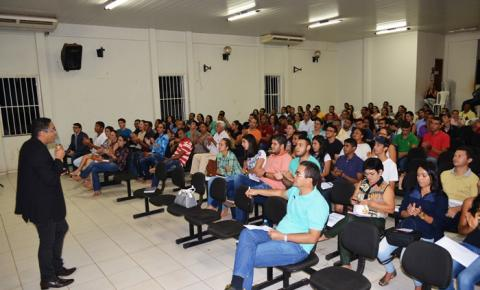 Cleverson Moreira Lino e Jex Xavier apresentaram preciosas dicas de preparação para concursos em Corrente