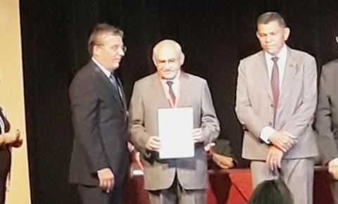 Jesualdo Cavalcanti é homenageado com medalha no centenário da Academia Piauiense de Letras