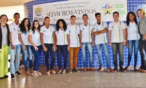 Estudantes do CETI Dionísio Rodrigues Nogueira são contemplados com fardamento escolar