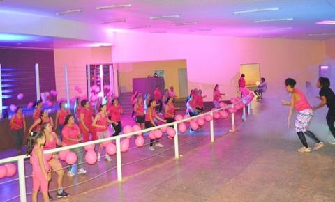 Escola de dança promove aula especial em comemoração ao Dia Internacional da Mulher