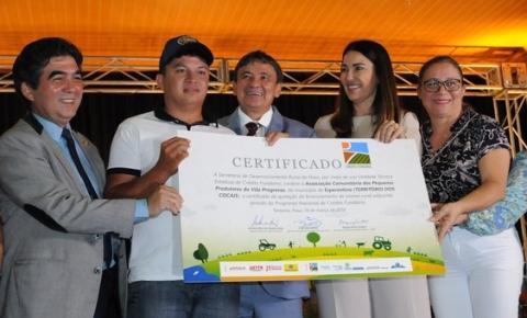Governo entrega título de terra para mais de 8 mil famílias piauienses