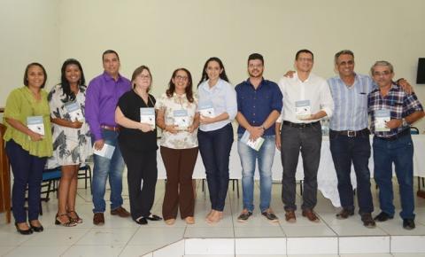 Professora Raimundinha lança seu 4º livro durante Seminário Regional de Educação na UESPI