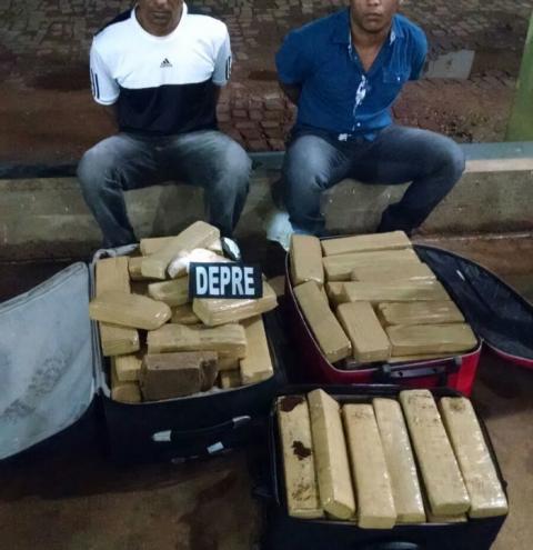 Polícia prende dupla e apreende 120kg de maconha em ônibus no Posto Fiscal