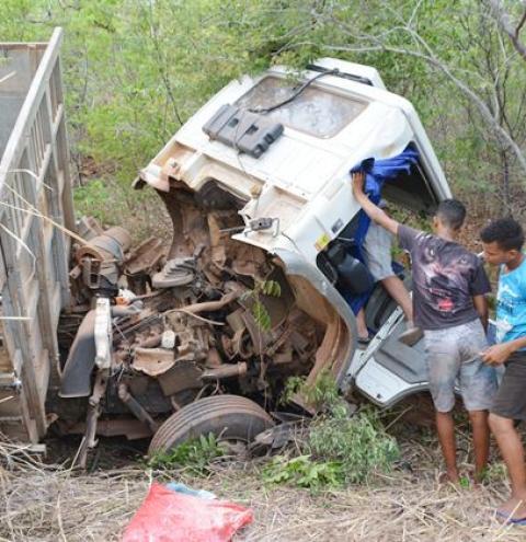 Acidente com caminhão deixa uma vítima fatal na PI 255