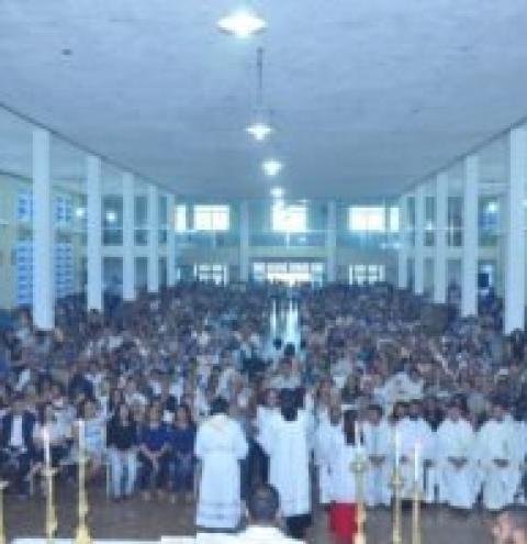 Sepultamento de Dom Ramón atrai multidão a Bom Jesus