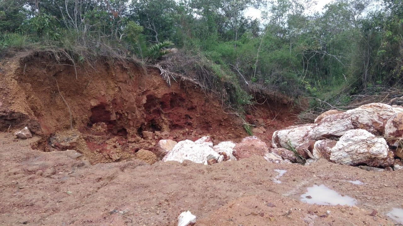 Rastro de destruição deixado pela descida do grande volume de água e sedimentos do Parque Solar São Gonçalo