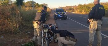 PRF apreende na BR 135 motocicleta adulterada em Cristino Castro