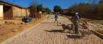 Mais de 200 famílias serão beneficiadas com calçamento em Morro Cabeça no Tempo