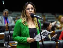 De olho na pauta de março, Rejane Dias emplaca série de propostas para combater violência contra a mulher