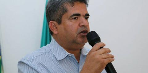 Ministério Público pede sequestro de R$ 2,4 milhões do prefeito de Corrente