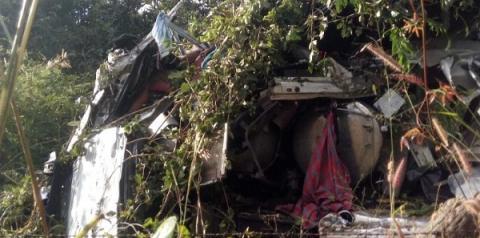 Caminhoneiro morre em grave acidente entre duas carretas na BR 135 em Monte Alegre