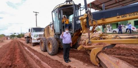 Governador visita obras de recuperação da PI 260, que liga Barreiras do Piauí à BR 135