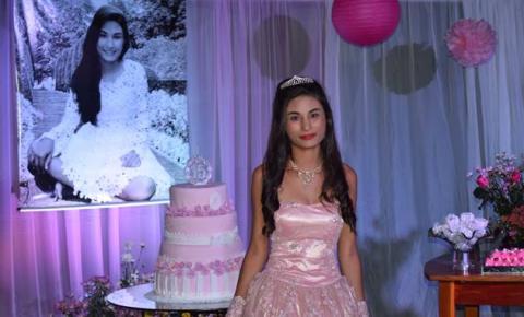 Millena Nunes Barros comemora seus 15 anos