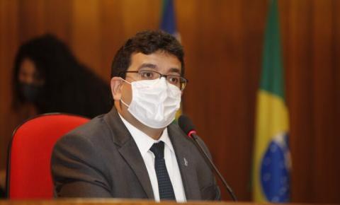Secretário de Fazenda, Rafael Fonteles, apresenta o cumprimento das metas fiscais aos deputados