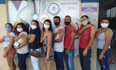 Equipe da Assistência Social de Sebastião Barros recebe primeira dose da vacina contra covid-19