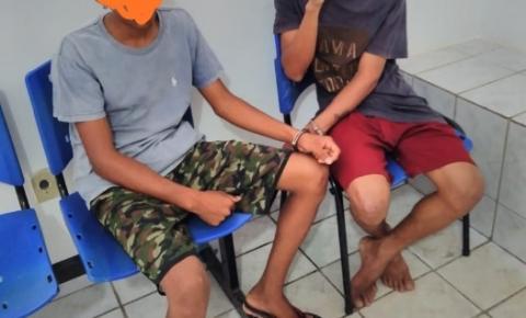 Polícia Militar prende dois indivíduos suspeitos de furtar R$ 5 mil em joias de estabelecimento comercial em Curimatá