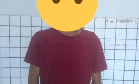 Homem é preso pela PM ao agredir namorada em via pública em Curimatá