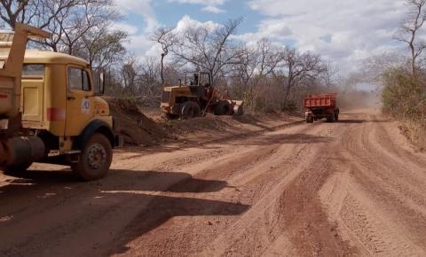 Prefeitura de Sebastião Barros realiza a manutenção da estrada que dá acesso à localidade Angelim