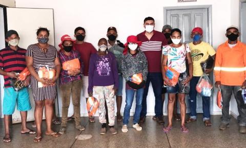 Prefeitura de Sebastião Barros faz a entrega de EPIs aos profissionais da limpeza