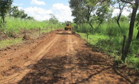CRISTALÂNDIA: Estrada que liga cidade à localidade de Pedreiras recebe manutenção