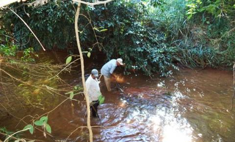 Superintendência de Meio Ambiente realiza importante trabalho no leito do Rio Corrente