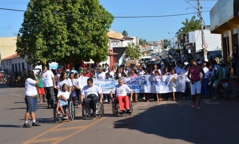 Blitz da APAE e caminhada pelo Dia Municipal da Pessoa com Deficiência agitam a manhã em Corrente
