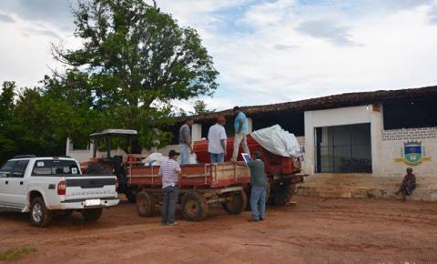 Produtores rurais do Araticum e da Fazenda de Cima recebem calcário e fertilizante