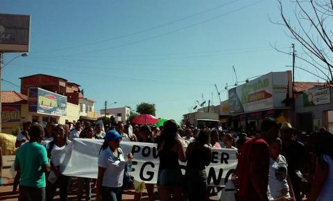 População de Gilbués interdita BR 135 e denuncia descaso com a segurança do município