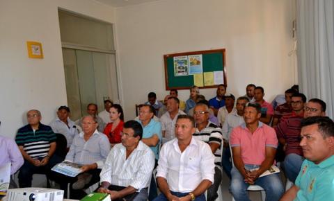 Prefeito Jesualdo assina termo de adesão ao Programa Campo na Classe Média