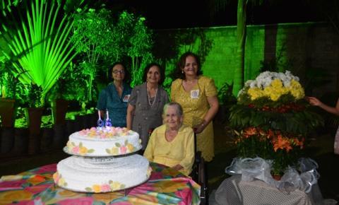 Aniversário de 95 anos da Mãe Ziza é celebrado em grande comemoração com a família Rocha