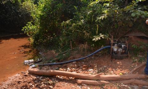 Superintendência de Meio Ambiente fiscaliza captação indevida de água e criação de animais no Rio Corrente