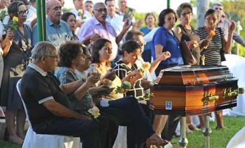 Filho do prefeito Jesualdo Cavalcanti é sepultado em Teresina