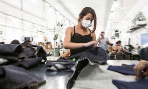 Hering e Riachuelo tercerizam parte da produção para oficinas do sertão