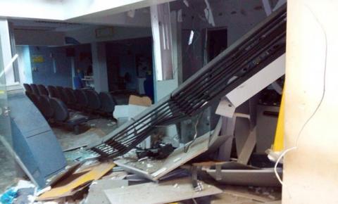 Quadrilha metralha GPM, explode Banco do Brasil e foge levando quatro reféns em Gilbués