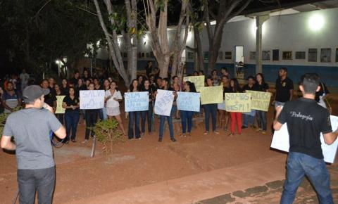 Acadêmicos da UESPI realizam manifestação por melhorias no Campus Deputado Jesualdo Cavalcanti