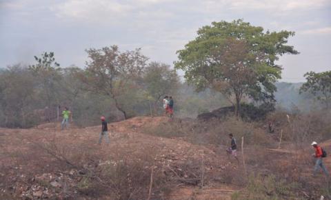 Terrenos públicos são invadidos por grande número de pessoas em Corrente