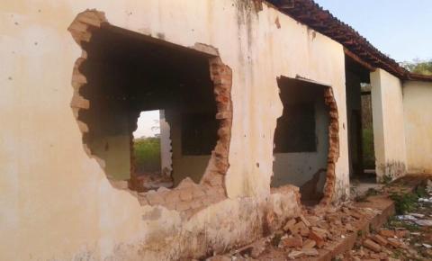Escola é destruída no interior de Cristalândia