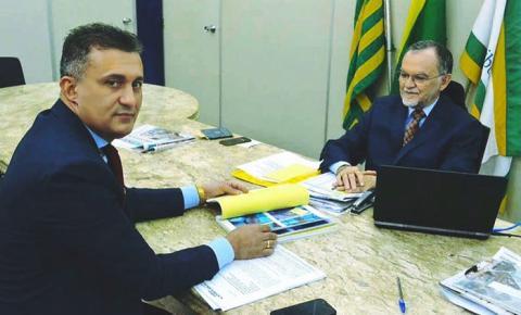 Prefeito de Curimatá Valdecir Júnior protocola denúncia no TCE e pede a visita de auditores no município