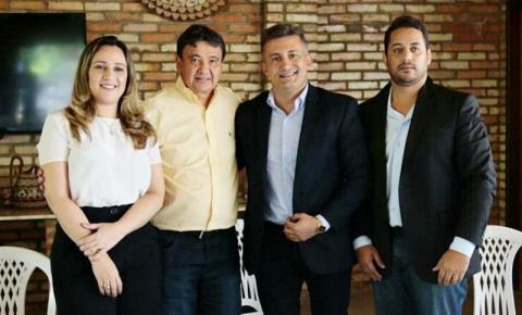 Prefeito de Curimatá Valdecir Junior firma convênios com o Governo do Estado