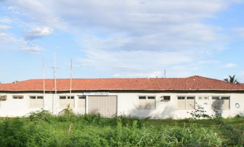 Moradores denunciam abandono da sede da antiga Regional de Saúde de Corrente