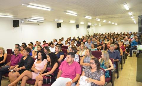 Público recorde prestigia o lançamento literário