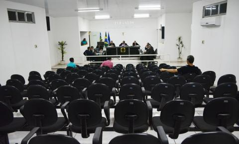 Lei que cria cargos, com parecer por inconstitucionalidade, é aprovada pelos vereadores de Corrente