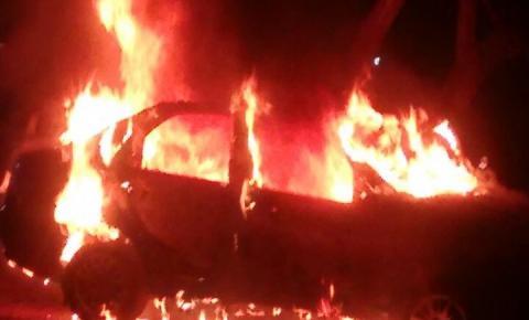 CORRENTE: Motorista embriagado atropela policial militar e colide carro contra outro veículo, que explode